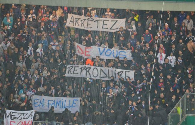 Une banderole sortie par le parcage de 850 supporters lyonnais, juste avant la mi-temps.