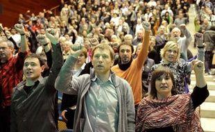 """La gauche indépendantiste basque a regretté pour la première fois, lors d'une conférence dimanche, """"la douleur"""" qu'elle a pu causer chez les victimes de l'ETA, appelant le groupe, qui a annoncé en octobre dernier renoncer à la lutte armée, à détruire ses armes."""