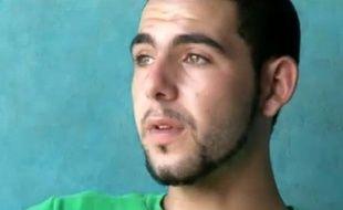 Capture d'écran de la vidéo dans laquelle Chérif Delay raconte son enfance violée à Outreau.