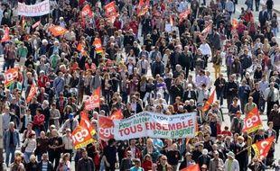 Syndicats et patronat ont exprimé mercredi leur désir de rencontrer rapidement le président élu François Hollande ou son équipe, avant même les législatives de juin, pour définir l'agenda social du quinquennat qui débute dans un contexte d'explosion du chômage et de crise de l'euro.