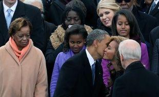 Barack Obama fait la bise à Beyoncé lors de son inauguration, le 21 janvier 2013.