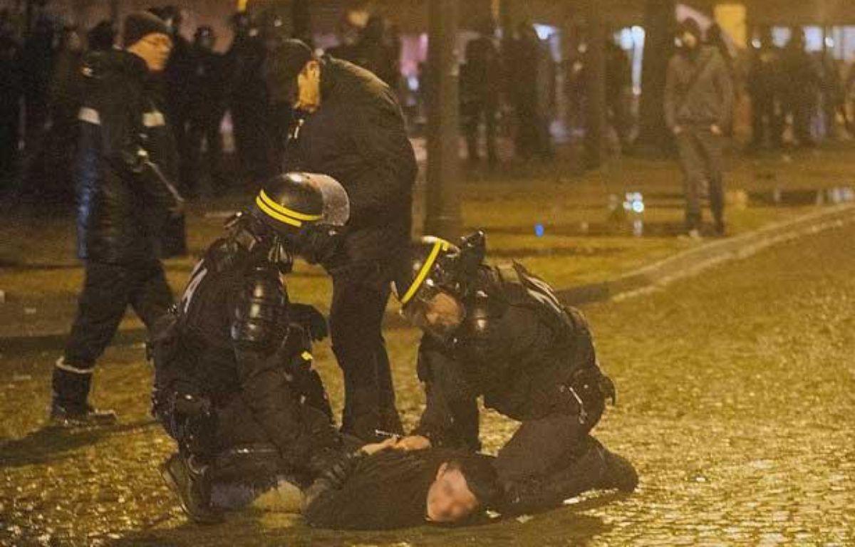 Des affrontements ont opposé les forces de l'ordre à des manifestants à l'issue du «Jour de colère» contre François Hollande. – MEUNIER AURELIEN/SIPA