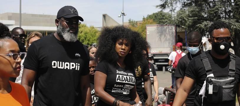 Assa Traoré, la soeur Adama Traoré, en tête de la marche marquant le quatrième anniversaire de la mort de son frère, samedi 18 juillet.