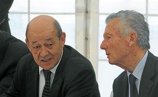 Daniel Roullier a reçu le ministre de la Défense Jean-Yves Le Drian lundi.