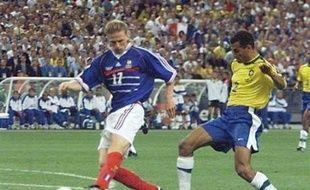 Le rachat d'Umbro par Nike et surtout le putsch tenté en vain sur l'Allemagne d'Adidas, l'été dernier, ont clairement signifié les intentions de l'Américain: premier équipementier mondial tous sports confondus, Nike court après la place de N.1 dans le foot toujours détenue par son rival allemand.