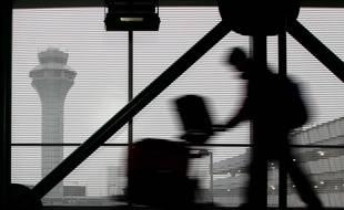 Le 21 décembre, 2013, un voyageur à l'aéroport de  Chicago.