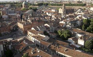 Vue aérienne sur le centre ville de Toulouse depuis le quartier de Saint Cyprien, l'un des plus chers de Toulouse. 2/06/2010 Toulouse