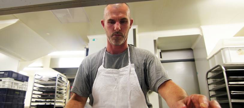 Raphaël Roy est le boulanger qui vend le plus de cookies à Rennes. Installé dans la rue Vasselot, il en prépare 1.000 par jour.