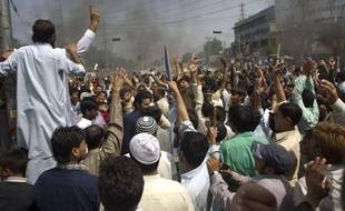 Des manifestants crient des slogans hostiles aux Etats-Unis, le 21 septembre 2012, à Rawalpindi, au Pakistan.