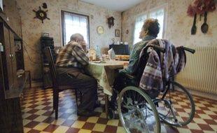 Pour rompre avec l'isolement, faire face à la hausse des loyers ou éviter la maison de retraite, des seniors optent pour la colocation, une nouvelle forme d'habitat promise à un bel avenir pour cette classe d'âge, mais qui reste encore marginale en France.