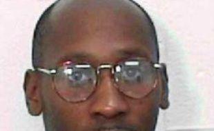 Une cour d'appel fédérale américaine a suspendu vendredi l'exécution de Troy Davis prévue lundi en Géorgie (sud-est), alors que ce Noir américain assure ne pas avoir commis le meurtre d'un policier blanc pour lequel il a été condamné à mort.