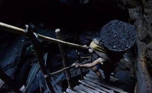 """La plupart des énergies fossiles doivent rester dans les sous-sols car les brûler provoquera des changements qui """"mettront en cause l'existence de notre société"""", a prévenu lundi un nouveau rapport d'une agence gouvernementale en Australie, exportateur majeur de charbon et de gaz."""