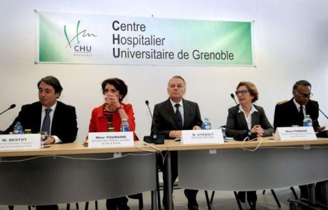 """Le Premier ministre Jean-Marc Ayrault a plaidé vendredi à Grenoble pour """"une réforme structurelle de notre système de santé"""", qui nécessitera """"cinq voire dix ans"""", pour éviter la mise en place d'une médecine """"à deux vitesses""""."""