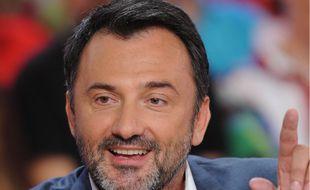 Frédéric Lopez sur le plateau de «Vivement Dimanche», en mai 2015.