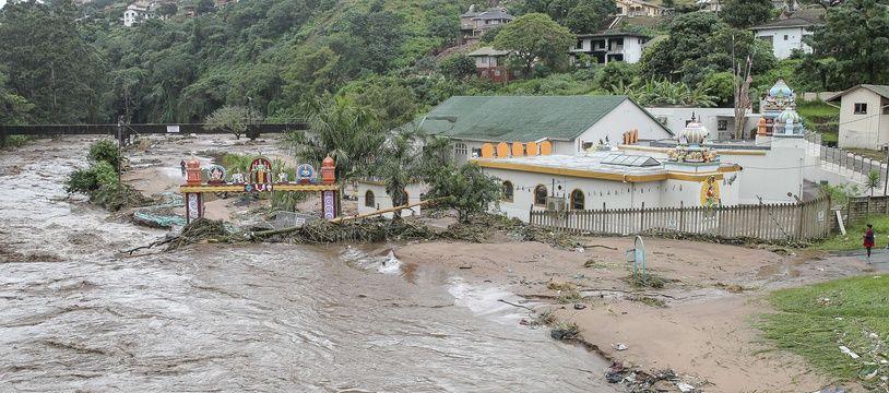 Les inondations et les glissements de terrain ont fait 51 morts dans la province de Kwazulu-Natal, en Afrique du Sud.
