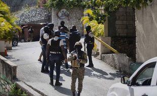 Des soldats haïtiens déployés à la résidence du président Jovenel Moise, assassiné le 7 juillet 2021.