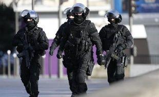 Des forces de police près du périphérique Porte de Vincennes à Saint-Mandé le 9 janvier 2015
