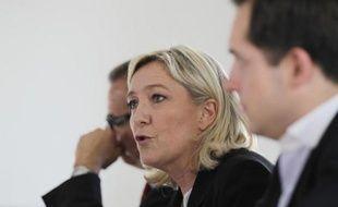 La présidente du FN Marine Le Pen lors d'une conférence de presse, le 7 mai 2014 à Caen