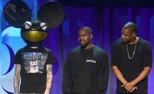De droite à gauche, les artistes Jay-Z, Kanye West et Deadmau5.
