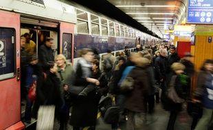 Les usagers du RER D ont dû s'armer de patience ce matin en raison d'une série d'incidents dont certains n'ont pris fin que vers midi.