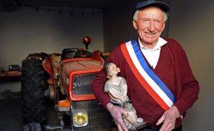 Arthur Richier, le maire de Faucon-du-Maire, commune des Alpes-de-Haute-Provence, le 22 janvier 2008, dans sa mairie.
