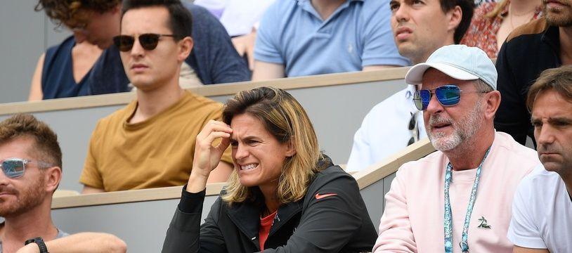 Amélie Mauresmo en tribunes devant un match de Lucas Pouille à Roland-Garros.