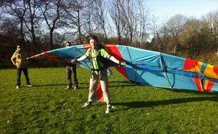 L'ingénieur néerlandais Jarno Smeets prétend avoir réussi décoller avec ses ailes faites maison.