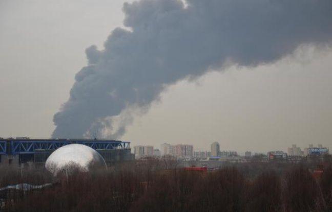 L'incendie de La Courneuve-Aubervilliers pris du 19e arrondissement de Paris par un internaute de 20minutes.fr, le 16 février 2012.