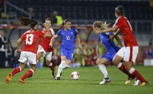 Camille Abily a qualifié la France grâce à son coup-franc contre la Suisse.