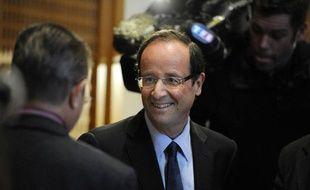 Le député socialiste François Hollande est félicité, le 31 mars 2011  à l'Hôtel du département de Tulle, après sa réélection à la tête du  conseil général de Corrèze, quelques heures avant l'annonce de sa candidature aux primaires socialistes à la  présidentielle de 2012