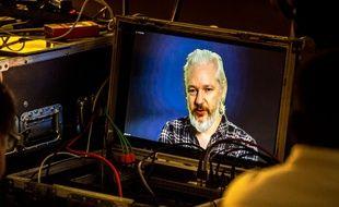 Duplex de Julian Assange aux Journées d'été d'EELV le 21 août 2015.