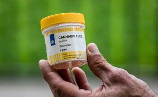 Une boîte de cannabis médical lors d'une manifestation à Lyon dans le cadre de la 17e édition de la Marche mondiale du cannabis.