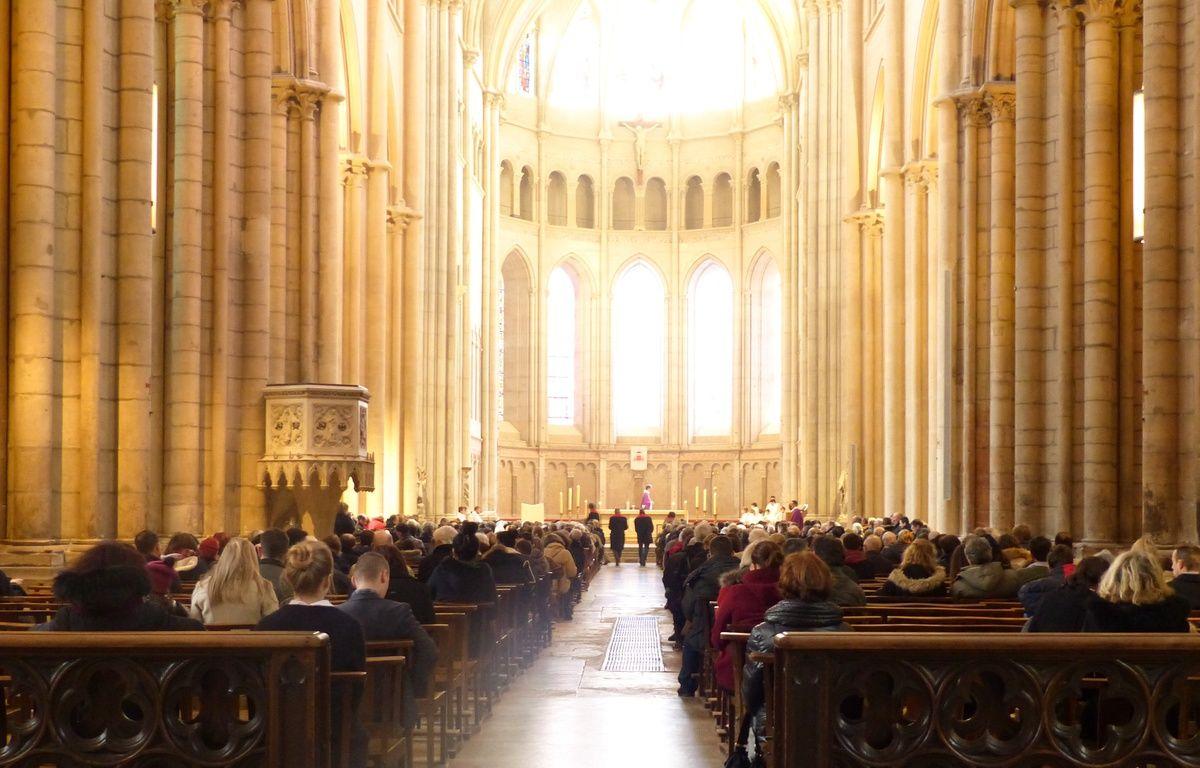 Lyon, le 13 mars 2016. Illustration lors d'une messe en la primatiale Saint-Jean. – Elisa Frisullo / 20 Minutes