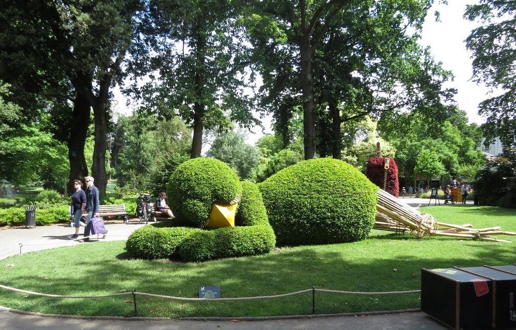 Photos nantes le poussin est de retour au jardin des for Les plantes de jardin