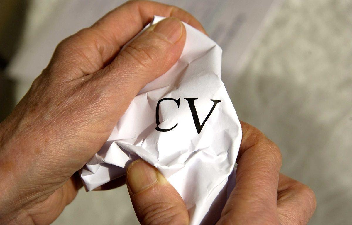 Employeur refusant un curriculum vitae. –  JAUBERT/SIPA