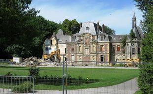 La démolition du château de Lagny-le-Sec, construit au XIXe siècle, a commencé ce mardi.