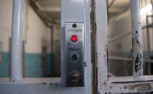 Le centre pénitentiaire des Baumettes (Marseille) expérimente la mise à disposition de seringues auprès de certains détenus toxicomanes.