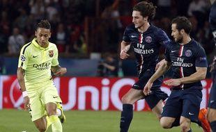 Pendant le match PSG-Barça, Rabiot et Cabaye courent derrière Neymar, le 15 avril 2015.