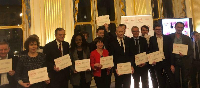 Le ministre de la Culture entouré de professionnels et professionnelles des médias et des arts, le 21 janvier 2020, à Paris.