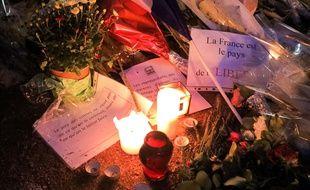 Hommage à l'enseignant tué en France