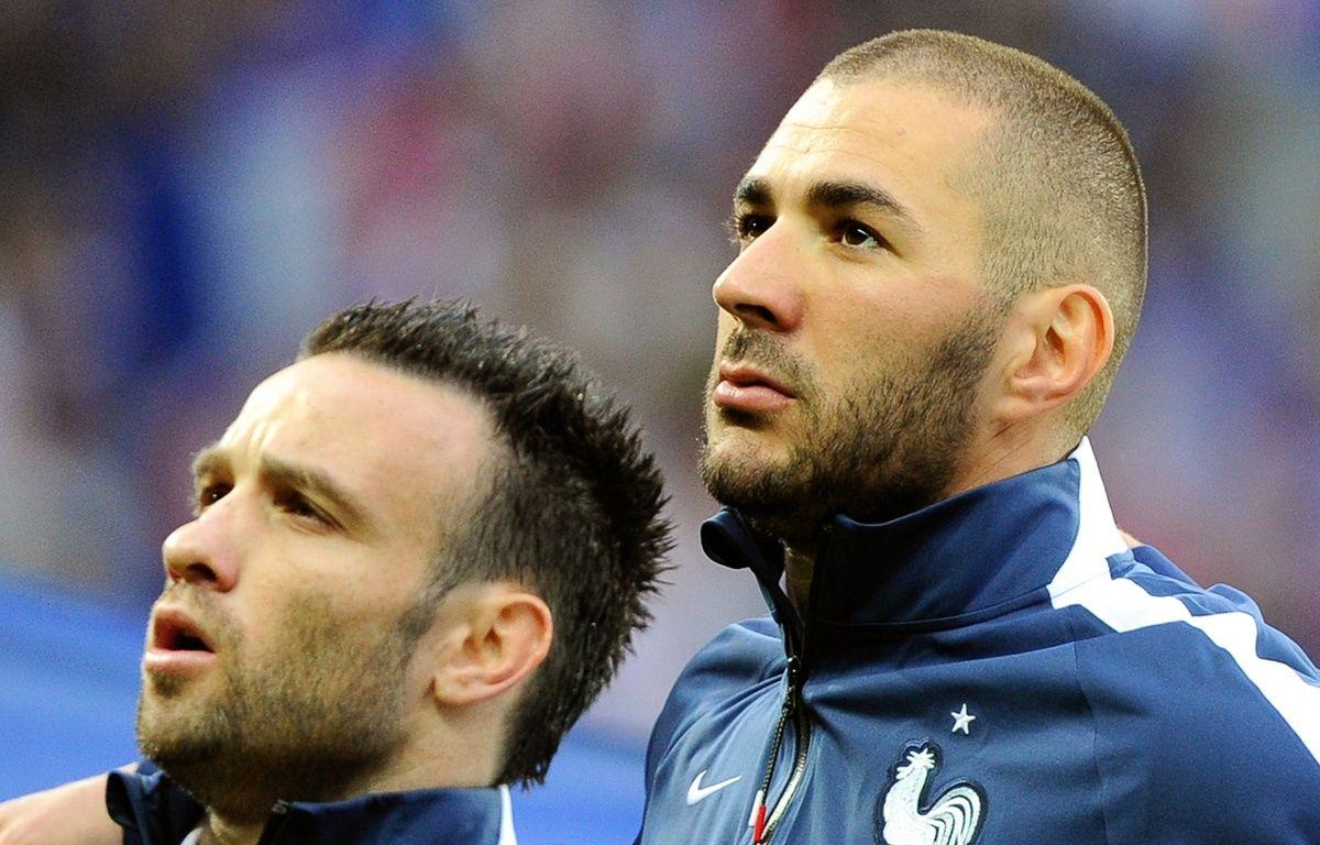 Mathieu Valbuena et Karim Benzema en juin 2015 à Villeneuve d'Ascq. – PHILIPPE HUGUEN / AFP