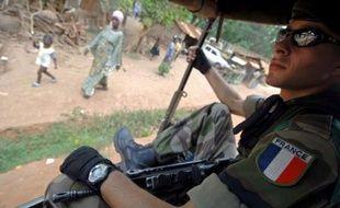 """François Hollande a souligné jeudi que la présence militaire française en Centrafrique n'était pas destinée à """"protéger un régime"""" contre l'avancée de la rébellion, mais les ressortissants et les intérêts français."""