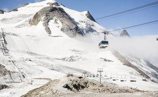 Trop endommagé par les fortes chaleurs, le glacier de Grande Motte à Tignes ne rouvrira pas à la date prévue.