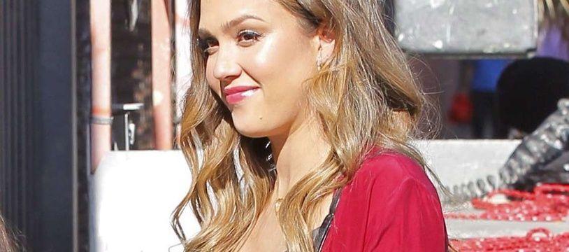 Jessica Alba le 17 décembre 2017 à Los Angeles.