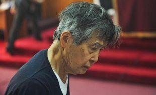 L'ex-président péruvien Alberto Fujimori, condamné à 25 ans de prison pour violations des droits de l'Homme, a été transféré sous haute protection vendredi dans un clinique à la suite de problèmes de santé, a indiqué l'Institut national pénitentiaire (Inpe).