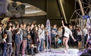 Finale française du concours de lancer d'avions en papier, Red Bull paper Wings, au musée aeroscopia