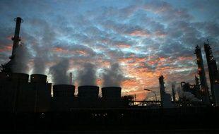 La capture et le stockage de CO2, technologie qui a suscité l'espoir de réduire drastiquement les émissions de ce gaz à effet de serre dans l'industrie, a du plomb dans l'aile aux Etats-Unis où elle s'avère peu rentable et fait grincer des dents les écologistes.