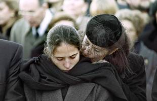 Mazarine Pingeot et Anne Pingeot, à Jarnac, le 11 January 1996.