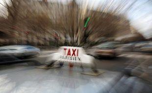 L'appel à la grève des 55.000 taxis de France contre des changements législatifs concernant le transport des malades et la concurrence déloyale exercée, selon eux, par certains véhicules et des motos-taxis pourrait engendrer jeudi des perturbations sur tout le territoire.