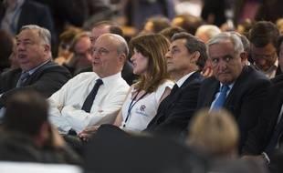 De gauche à droite: Gérard Larcher, Alain Juppé, Carla Bruni, Nicolas Sarkozy, Jean-Pierre Raffarin, au congrès des Républicains le  30 mai 2015 à Paris.